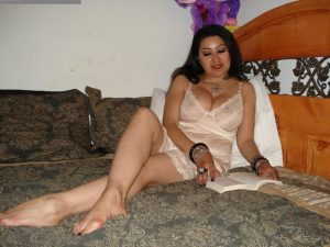 South indian sexy house wife hiking nighty