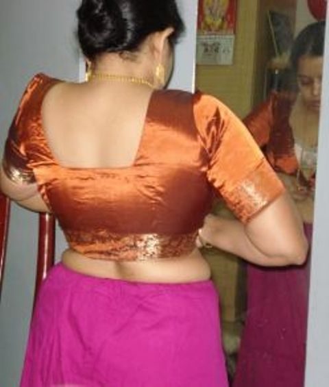 Sexy Ass Photo In Blouse And Petticoat  Dehati Aunty Ki