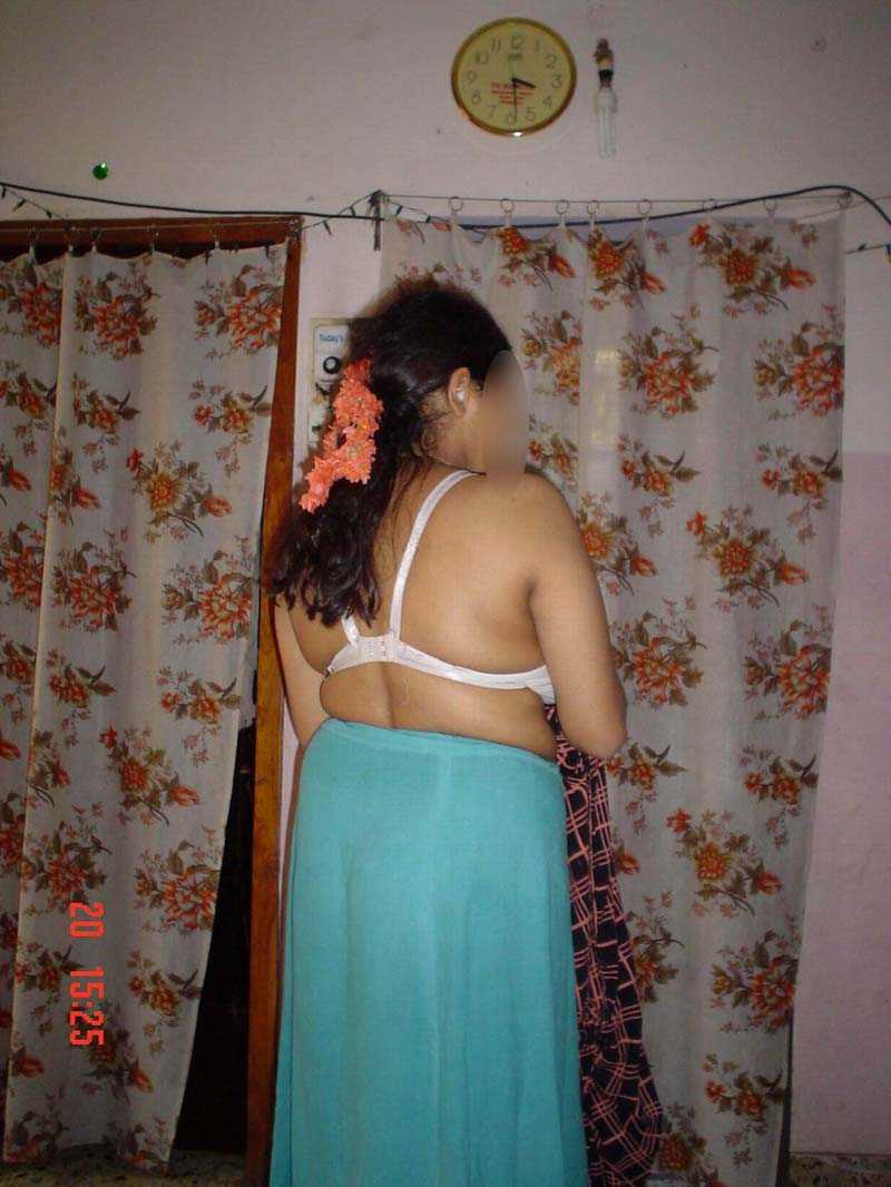 Sexy Ass Photo In Blouse And Petticoat  Dehati Aunty Ki -1159