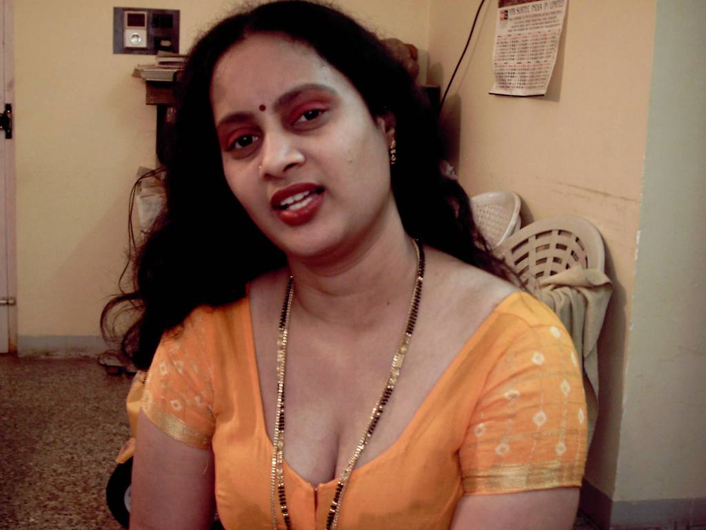 Fatty Aunties Blouse Deep Cleavage - Gandi Sex Photo-9977