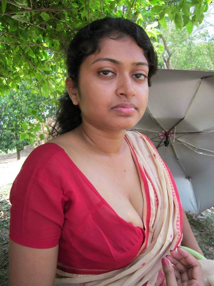 Saree Bhabhi Deep Cleavage Navel Xxx Porn Photo Album-9480