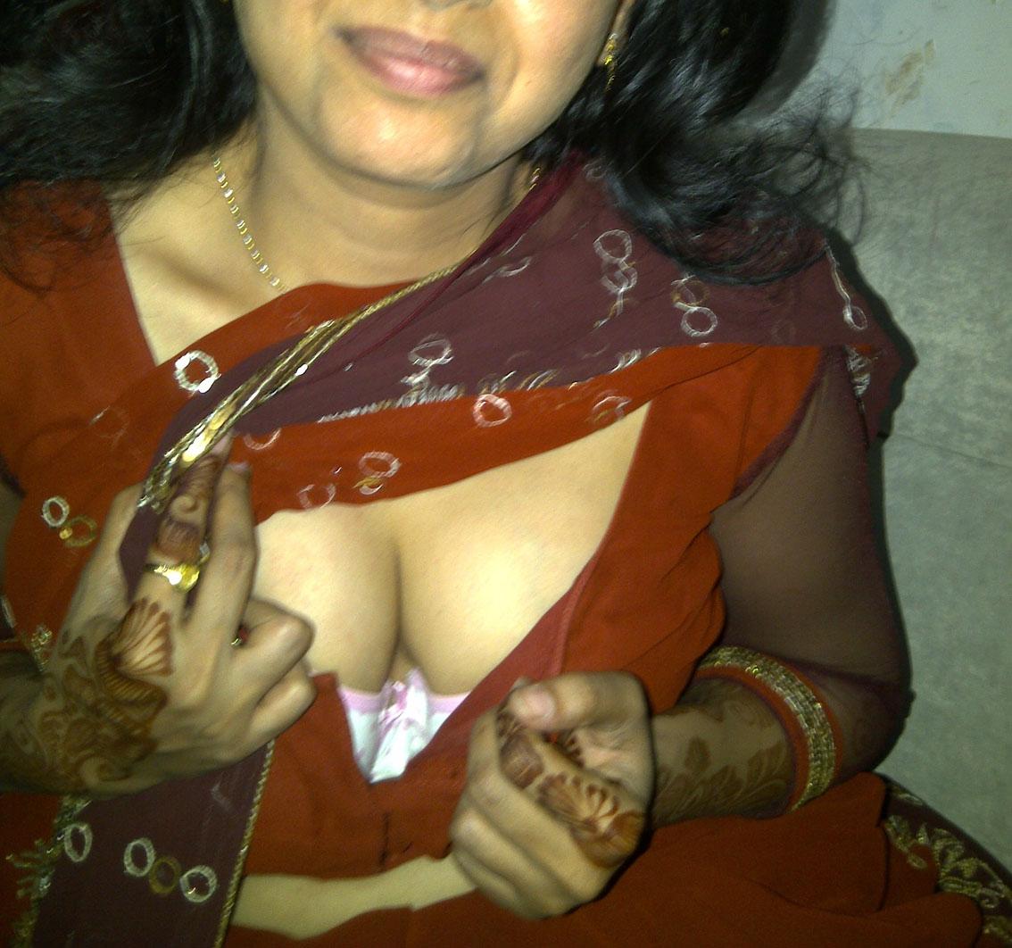 Saree nude wife aunty