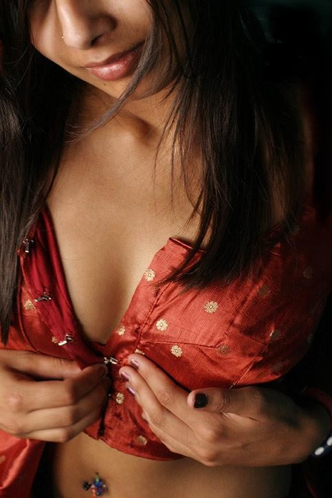 Indian Girl Removing Petticoat Blouse Hot Porn Xxx Picture-9543