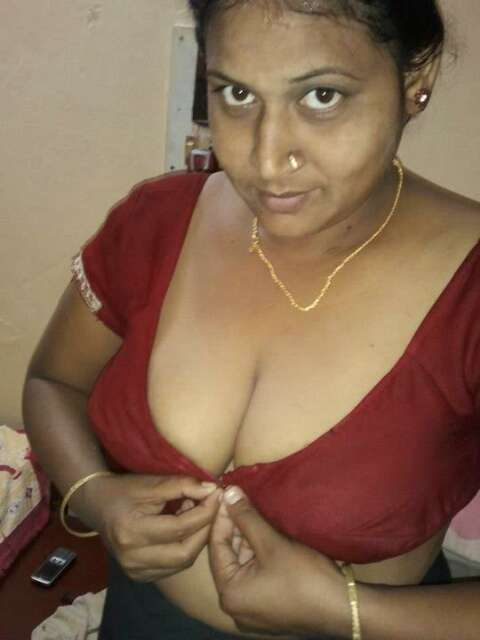 Mallu Aunty Boobs Cleavage Photos - Milf Blouse Open Boobs -4023