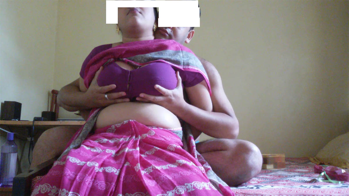 Indian Big Boobs Bhabhi In Tight Blouse Bra Stripping Gallery-3817