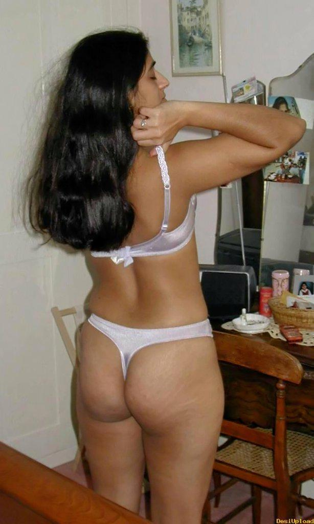 Indian Girl Ass Back Seen Image  Moti Gaand Wali Tamil -7559
