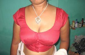 Aunty cleavage photo