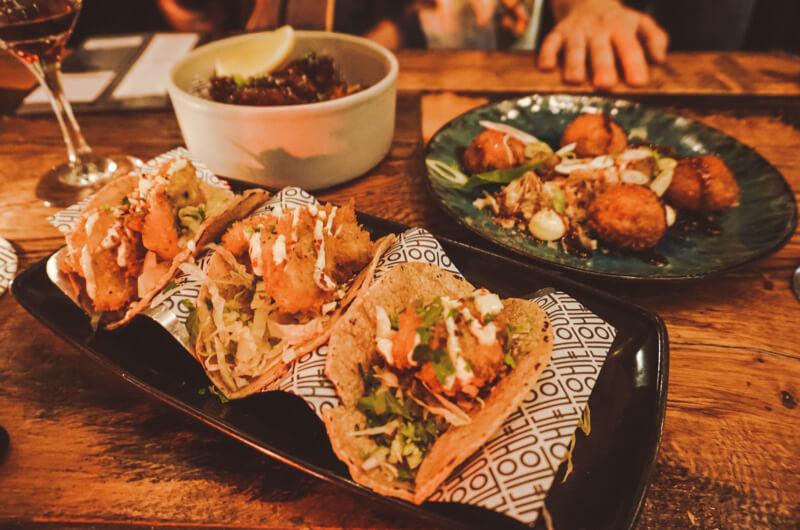 LOUIE LOUIE AMSTERDAM: PERFECTE HOTSPOT VOOR SHARED DINING EN BORRELS IN OOST