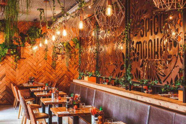 SPICEY MONKEY UTRECHT: STREETFOOD & COCKTAILS IN KLEURRIJKE INDONESISCHE JUNGLE