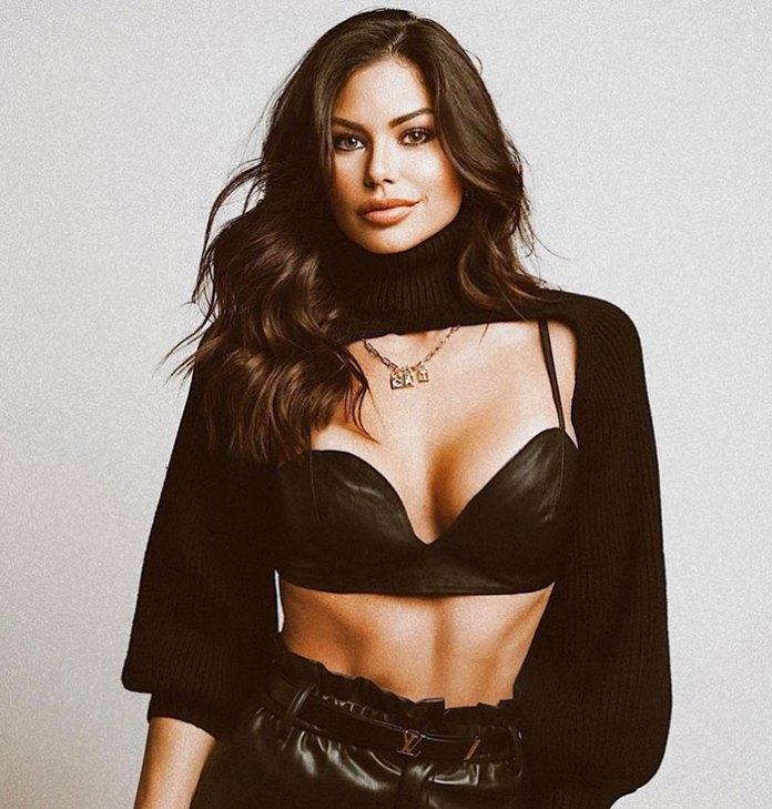 Carolina Delgado HotSweetHome