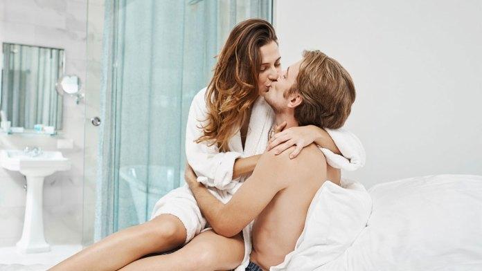 posiciones-sexuales-para-durar-mucho-más-HotSweetHome