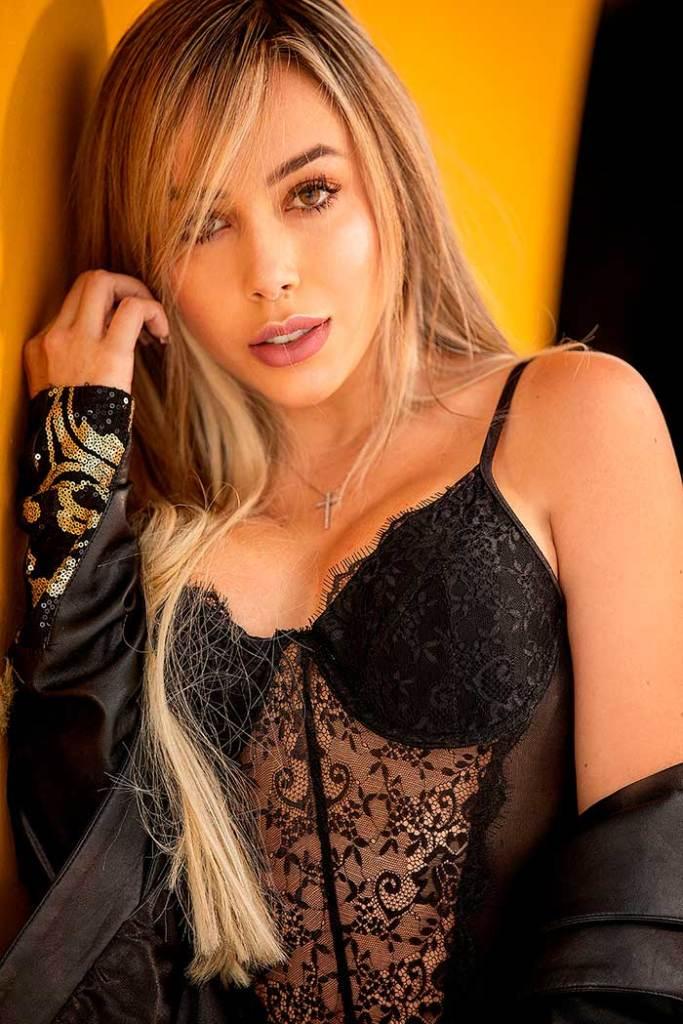 Valentina Cuellar HotSweetHome