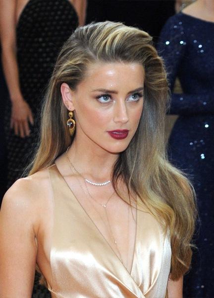 amber-heard-long-straight-hairstyle