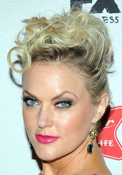 elaine-hendrix-casual-curly-updo-hairstyle