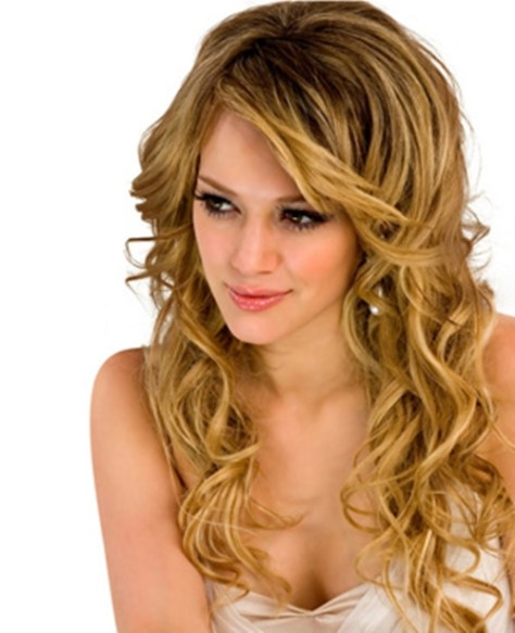 hairstyle-for-curly-hair-with-long-face