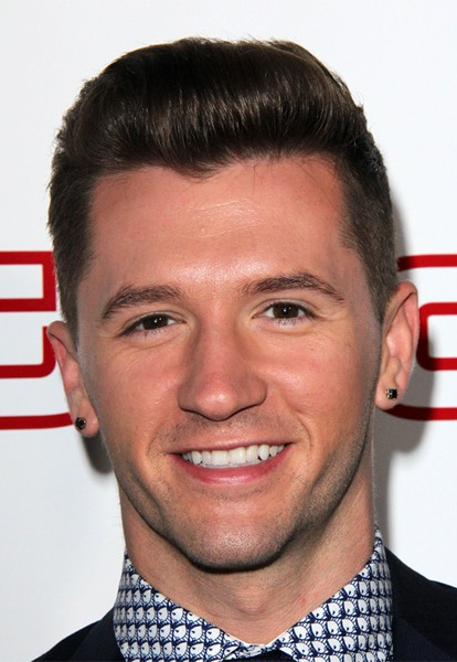 travis-wall-short-straight-hairstyle