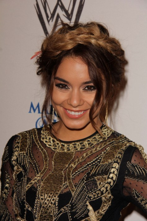 messy-updo-hairstyle-for-thick-curly-hair