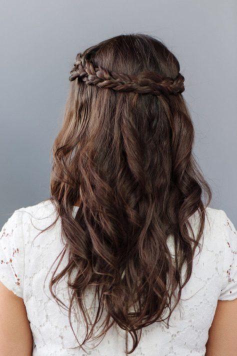 bridesmaids-half-up-half-down-hairstyles