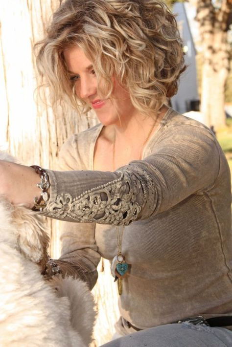 short-wavy-hairstyles-for-women