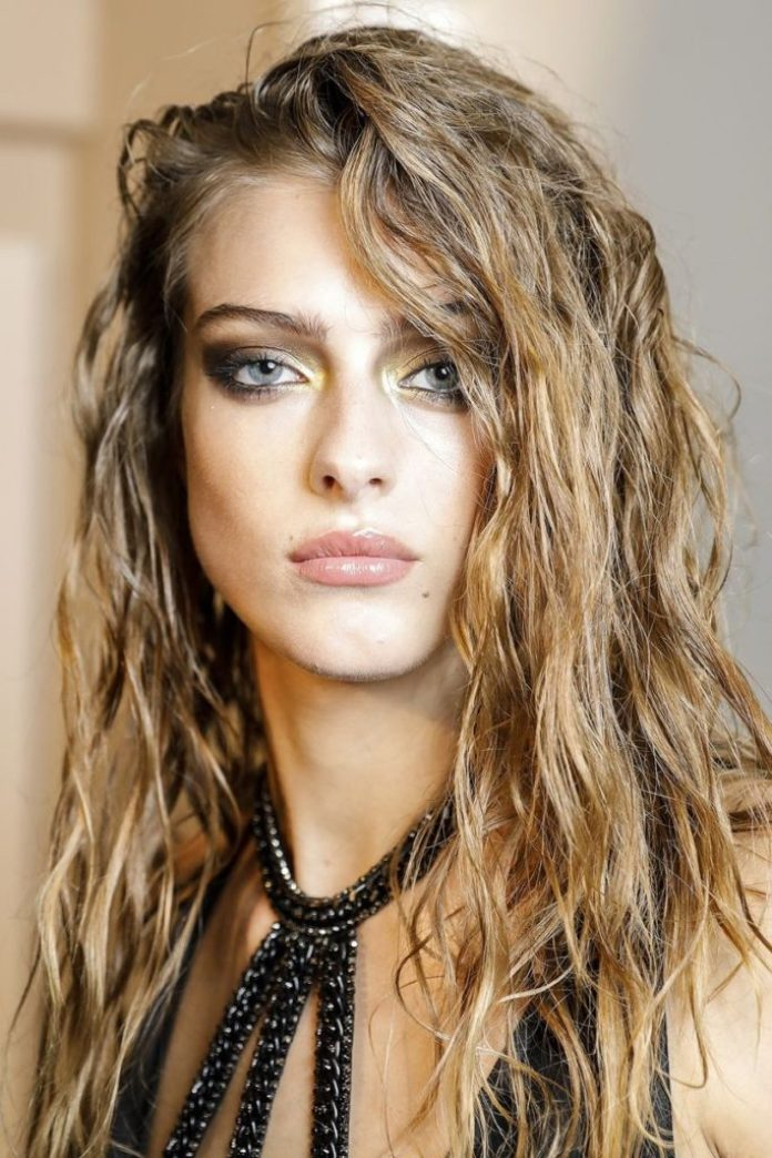 Messy Long Blonde Hair with Waves