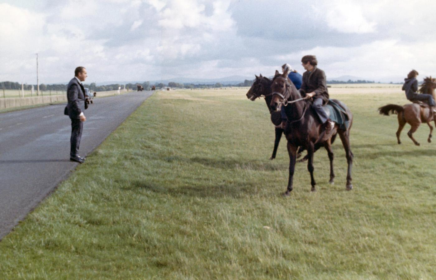 Richard Nixon sees horses