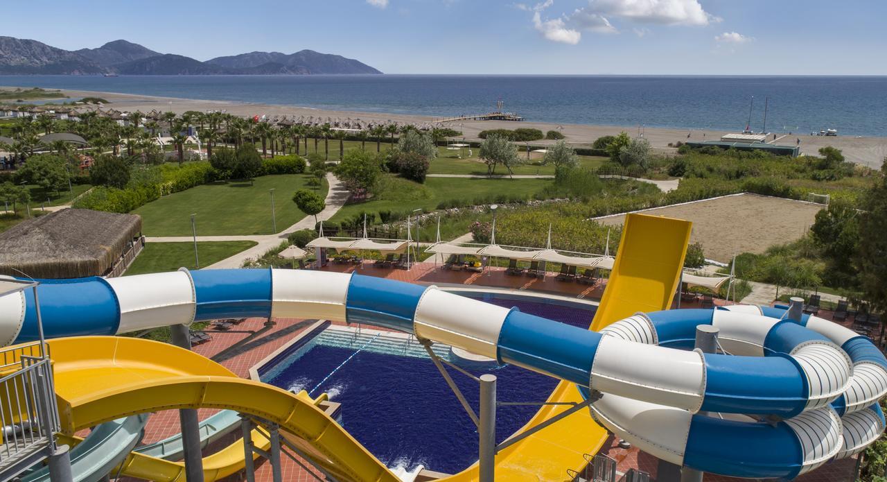 Фото нового отеля в Турции HILTON DALAMAN SARIGERME RESORT & SPA 5* , бассейн и водные горки