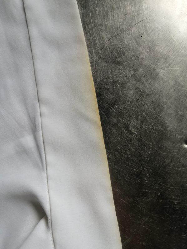 白衣衿汚れ