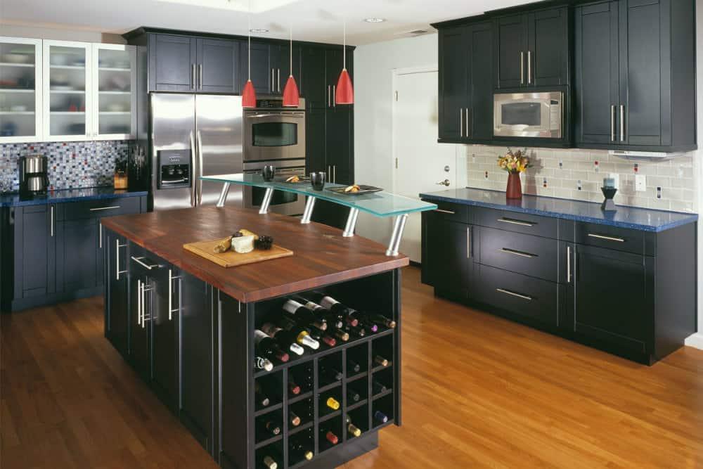 Kitchen decorating ideas: black kitchen  HOUSE INTERIOR
