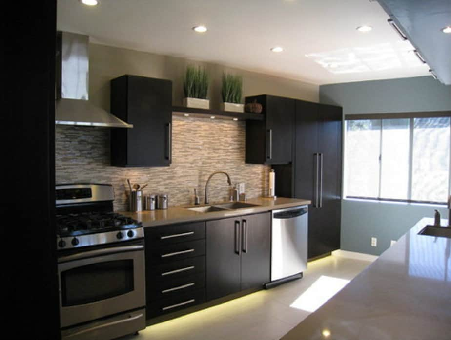 Kitchen decorating ideas: black kitchen  HOUSE INTERIOR