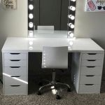 40 Beautiful Make Up Room Ideas in Your Bedroom (1)