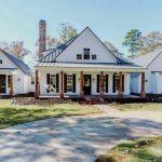 46 Awesome Farmhouse Home Exterior Design Ideas (16)