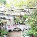 50 Awesome Modern Backyard Garden Design Ideas With Hanging Plants (3)