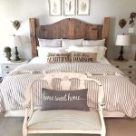 40 Classic Farmhouse Bedroom Design and Decor Ideas That Make Your Home Feel Great (30)