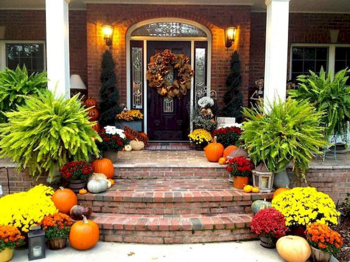40 Beautiful Fall Front Porch Decorating Ideas That Will Make Your Home Look Amazing (11)