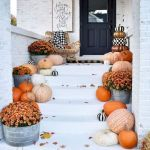 40 Beautiful Fall Front Porch Decorating Ideas That Will Make Your Home Look Amazing (19)