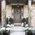 40 Beautiful Fall Front Porch Decorating Ideas That Will Make Your Home Look Amazing (26)