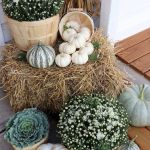 40 Beautiful Fall Front Porch Decorating Ideas That Will Make Your Home Look Amazing (34)