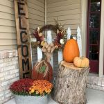 40 Beautiful Fall Front Porch Decorating Ideas That Will Make Your Home Look Amazing (36)