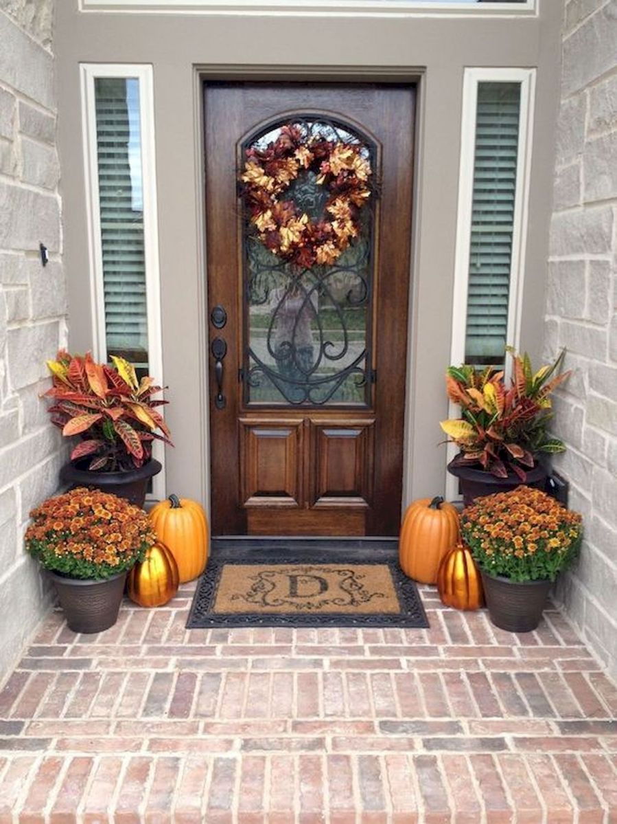40 Beautiful Fall Front Porch Decorating Ideas That Will Make Your Home Look Amazing (5)