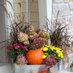 40 Beautiful Fall Front Porch Decorating Ideas That Will Make Your Home Look Amazing (6)