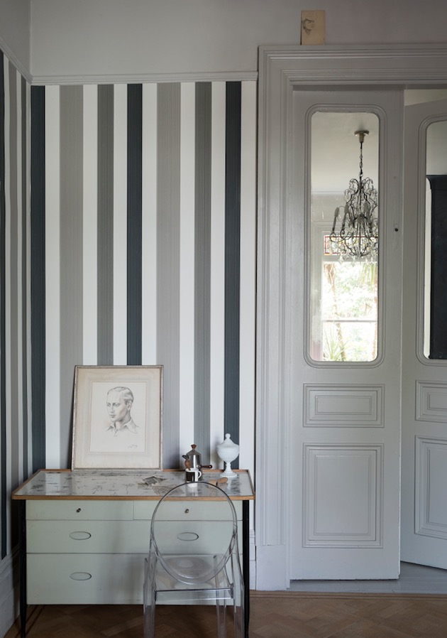 16 Hallway Decoration Ideas Using Wallpaper