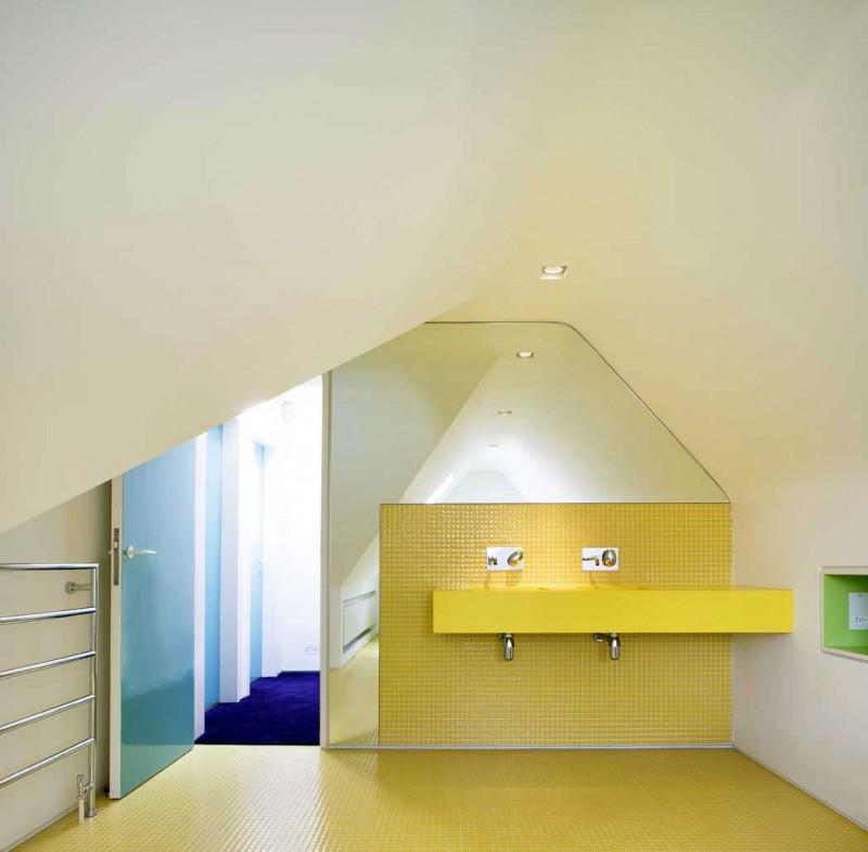 Magnificent Vibrant Interior Design inside a Brick House