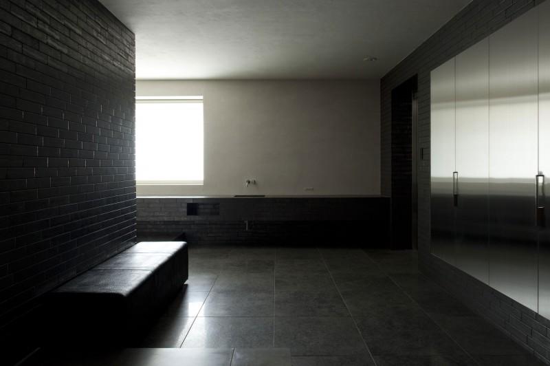 Angled Modern Concrete Construction of Shiga Prefecture  HouseBeauty