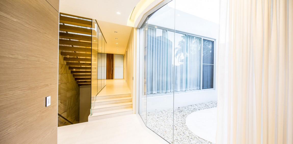Luminous Luxurious Interior Protected with Starling Outer