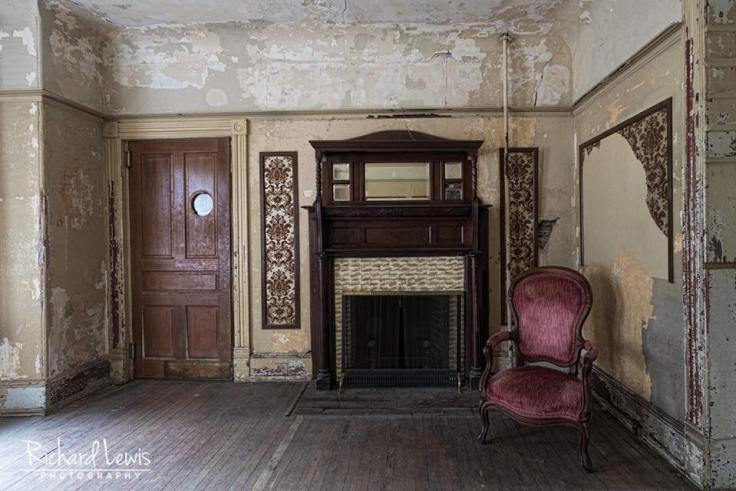 Abandoned White Hill Mansion in Fieldsboro, New Jersey