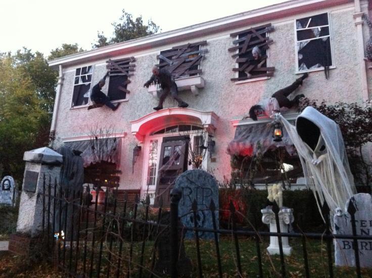 crazy Hallooween house decorations