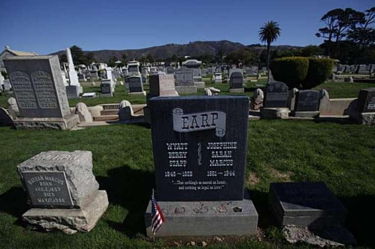 Wyatt Earp gravestone