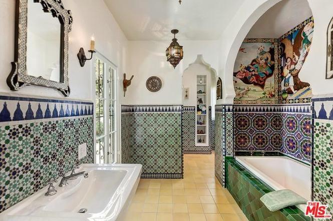 Moroccan themed vintage bathroom