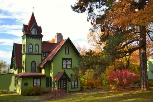 Gothic-Revival-house-in-New-York