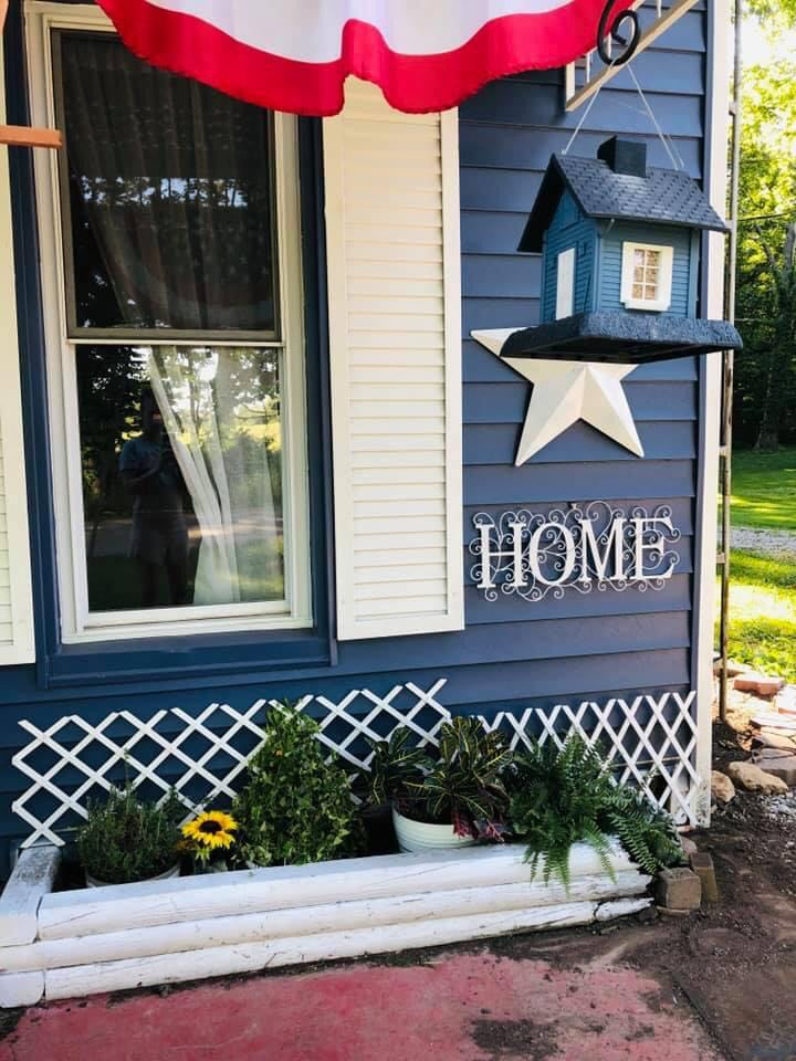 blue farmhouse in Amish country